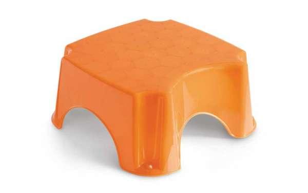 Badhocker Schemel Orange mit Anti-Rutsch-Gummis zum leichten erreichen von sanitären Anlagen von der italienischen Firma Cam il mondo del bambino